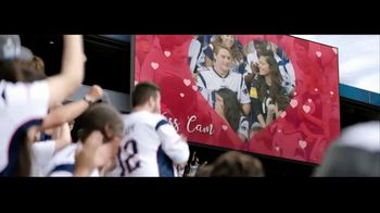 Head & Shoulders TV Spot, 'Headstrong: Kiss Cam' - Thumbnail 9