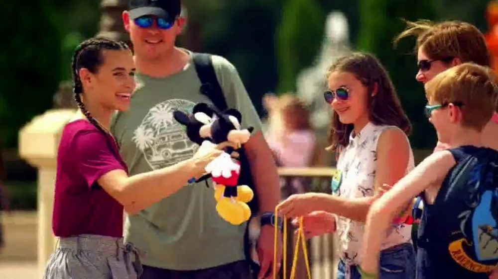 Disney World TV Commercial, 'Best Day Ever: Random Acts of Magic'