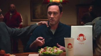 Wendy's Parmesan Caesar Salad TV Spot, 'Poker' - Thumbnail 7