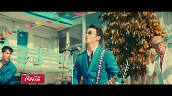 Coca-Cola TV Spot, '2019 Fan Party: Jonas Brothers' - Thumbnail 5