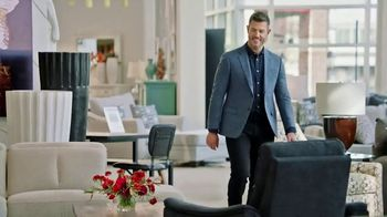 Rooms to Go TV Spot, 'People Like Me' Featuring Jesse Palmer - Thumbnail 5