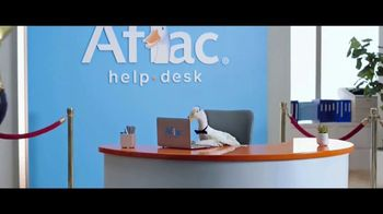 Aflac TV Spot, '2019 ACM Awards: Celebrities. Music. Questions About Aflac.' - Thumbnail 3
