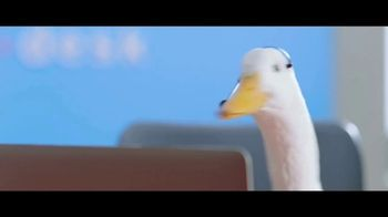 Aflac TV Spot, '2019 ACM Awards: Celebrities. Music. Questions About Aflac.' - Thumbnail 5