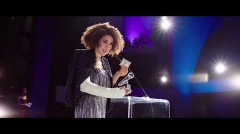 Aflac TV Spot, '2019 ACM Awards: Celebrities. Music. Questions About Aflac.' - Thumbnail 7