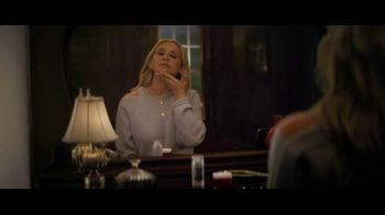 Olay Super Bowl 2019 Teaser, 'Killer Skin: Part II' Featuring Sarah Michelle Gellar - Thumbnail 3