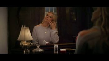 Olay Super Bowl 2019 Teaser, 'Killer Skin: Part II' Featuring Sarah Michelle Gellar - Thumbnail 4