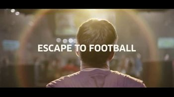 Buffalo Wild Wings $5 Select Pitchers TV Spot, 'Escape to Football: Family Photo' - Thumbnail 8