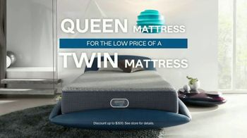 Ashley HomeStore TV Spot, 'Sleep Geeks: Perfect Mattress' Song by Midnight Riot - Thumbnail 5