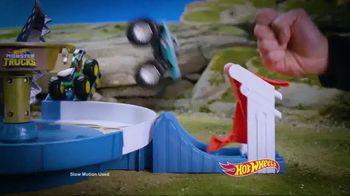 Hot Wheels Monster Trucks Mecha Shark Face-Off TV Spot, 'Avoid the Shark' - Thumbnail 3