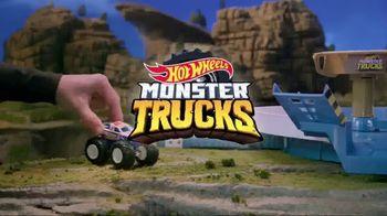 Hot Wheels Monster Trucks Mecha Shark Face-Off TV Spot, 'Avoid the Shark' - Thumbnail 7