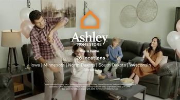 Ashley HomeStore New Year's Sale TV Spot, 'Extended: Sofa, Dining Set and Queen Bed' - Thumbnail 10