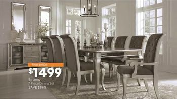 Ashley HomeStore New Year's Sale TV Spot, 'Extended: Sofa, Dining Set and Queen Bed' - Thumbnail 5
