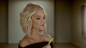 Avocados From Mexico Super Bowl 2019 Teaser TV Spot, 'Poker' Featuring Kristin Chenoweth - Thumbnail 4