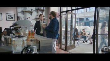 Verizon TV Spot, 'Chosen By Experts: $300 Off ' Featuring Thomas Middleditch - Thumbnail 2