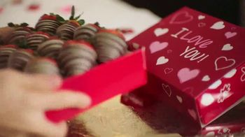 Edible Arrangements TV Spot, 'Valentine Anthem' - Thumbnail 3