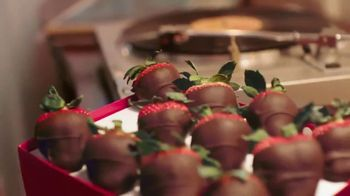 Edible Arrangements TV Spot, 'Valentine Anthem' - Thumbnail 5