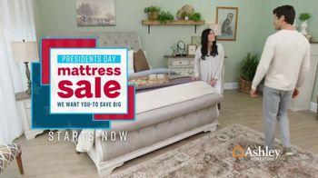 Ashley HomeStore Presidents Day Mattress Sale TV Spot, 'Colchón y base ajustable' [Spanish] - Thumbnail 2