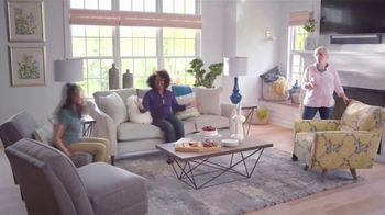 La-Z-Boy Super Saturday Sale TV Spot, 'New Living Room' - Thumbnail 9