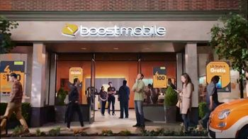 Boost Mobile Unlimited Gigs TV Spot, 'Convencer a papá: ¡haz el switch a los ahorros!' [Spanish] - Thumbnail 1