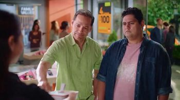 Boost Mobile Unlimited Gigs TV Spot, 'Convencer a papá: ¡haz el switch a los ahorros!' [Spanish] - Thumbnail 3