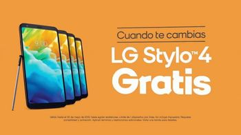 Boost Mobile Unlimited Gigs TV Spot, 'Convencer a papá: ¡haz el switch a los ahorros!' [Spanish] - Thumbnail 5