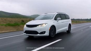 2019 Chrysler Pacifica Hybrid TV Spot, 'Talking Van: Tools for the Trip' [T1] - Thumbnail 1