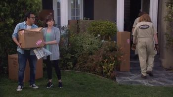 AT&T Wireless 5G Evolution TV Spot, 'OK Movers' - Thumbnail 7