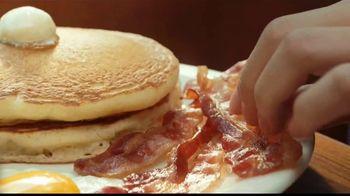 Denny's Meat Lovers Slam TV Spot, 'Compartir te llena' [Spanish] - Thumbnail 5