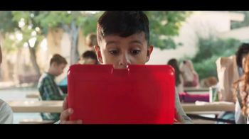 Kinder Joy TV Spot, 'Sorpresas' canción de Brenton Wood [Spanish] - Thumbnail 2