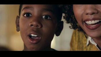 Kinder Joy TV Spot, 'Sorpresas' canción de Brenton Wood [Spanish]