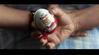 Kinder Joy TV Spot, 'Sorpresas' canción de Brenton Wood [Spanish] - Thumbnail 5