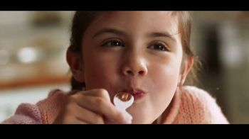 Kinder Joy TV Spot, 'Sorpresas' canción de Brenton Wood [Spanish] - Thumbnail 7