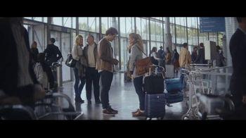 Extra Spearmint TV Spot, 'La historia de Sarah y Juan: aeropuerto' canción de Haley Reinhart [Spanish]