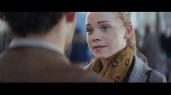 Extra Spearmint TV Spot, 'La historia de Sarah y Juan: aeropuerto' canción de Haley Reinhart [Spanish] - Thumbnail 4