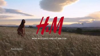 H&M 2019 Conscious Collection TV Spot, 'Dress for a Sustainable Fashion Future' Featuring Rosario Dawson - Thumbnail 10