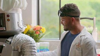 H-E-B TV Spot, 'Houston Astros: Robot Chef' Featuring José Altuve, George Springer - Thumbnail 5