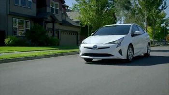 2019 Toyota Prius TV Spot, 'Best of Both Worlds' [T2] - Thumbnail 2