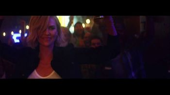 Budweiser Reserve Copper Lager TV Spot, 'There's a New Bud in Town' Featuring Charlize Theron - Thumbnail 8