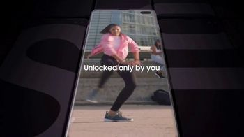 Samsung Galaxy S10 TV Spot, 'The Next Generation Galaxy: Free Buds' Song by Rayelle - Thumbnail 5