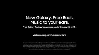 Samsung Galaxy S10 TV Spot, 'The Next Generation Galaxy: Free Buds' Song by Rayelle - Thumbnail 9