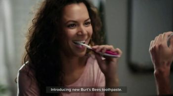 Burt's Bees Toothpaste TV Spot, 'Giving Your Family Something to Smile About' - Thumbnail 8