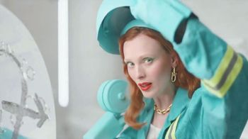 Tiffany & Co. TV Spot, 'Believe in Dreams: A Tiffany Holiday' Featuring Zoë Kravitz, Xiao Wen, Naomi Campbell, Song by Aerosmith - Thumbnail 6