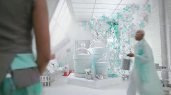 Tiffany & Co. TV Spot, 'Believe in Dreams: A Tiffany Holiday' Featuring Zoë Kravitz, Xiao Wen, Naomi Campbell, Song by Aerosmith - Thumbnail 7