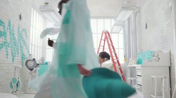 Tiffany & Co. TV Spot, 'Believe in Dreams: A Tiffany Holiday' Featuring Zoë Kravitz, Xiao Wen, Naomi Campbell, Song by Aerosmith - Thumbnail 8