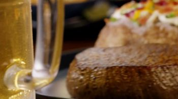 Outback Steakhouse Aussie 4-Course Meal TV Spot, '2018 Holidays: Treat Yourself'