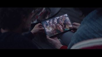 Samsung Galaxy TV Spot, 'Be Together: Gift From Mom and Dad' Song by Reneé Dominique - Thumbnail 6