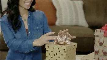 Ashley HomeStore Home for the Holidays TV Spot, 'Spread Some Cheer: Aramore Sofa' - Thumbnail 4