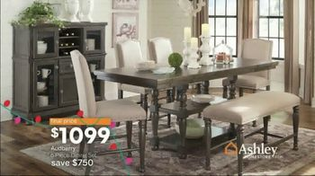 Ashley HomeStore Home for the Holidays TV Spot, 'Spread Some Cheer: Aramore Sofa' - Thumbnail 9