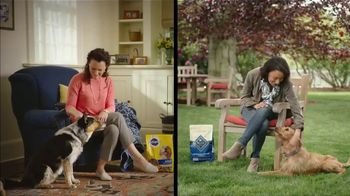 Blue Buffalo TV Spot, 'BLUE vs Pedigree: Santa Snacks' - Thumbnail 1