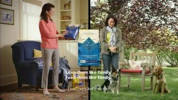 Blue Buffalo TV Spot, 'BLUE vs Pedigree: Santa Snacks' - Thumbnail 9